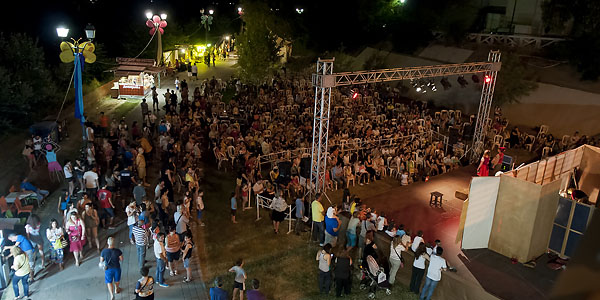 Παράσταση στη μία από τις δύο σκηνές του Φεστιβάλ